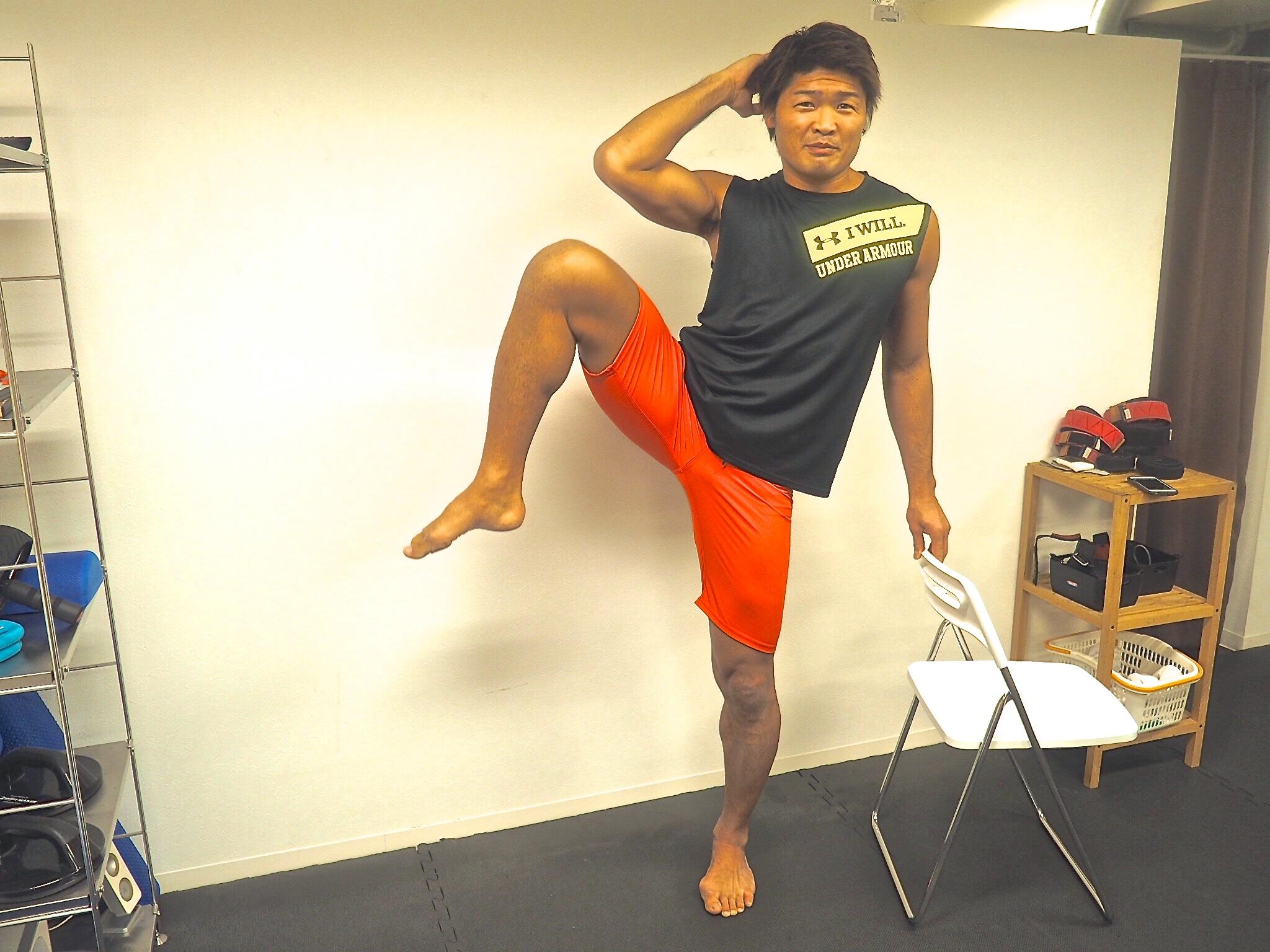 くびれを創るキックボクシング!!チャンピオン考案のキックボディメイクメソッド