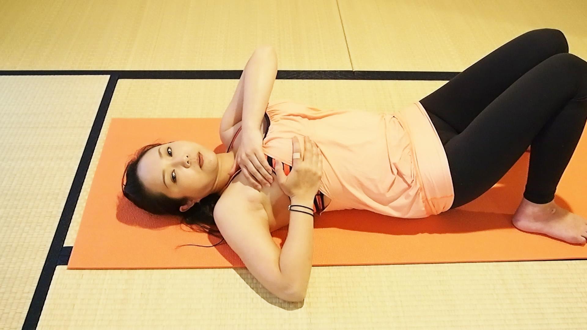 産後の垂れ胸防止!簡単バストアップエクササイズ!